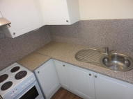 Studio apartment to rent in Bensham Lane...
