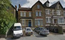 Studio flat in BIRDHURST ROAD...
