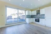 Flat to rent in Russell Road, Mitcham...