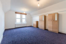 Studio apartment in Gleneldon Road...