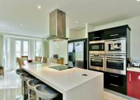 2 bed Flat in Cheltonian Place...
