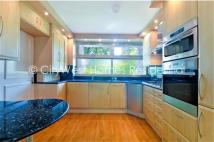 Flat to rent in Warwick Crescent, London...