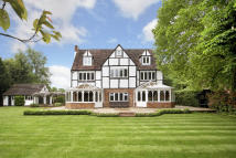 6 bed Detached house for sale in Nr COOKHAM...