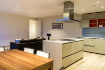Flat in York Way, London