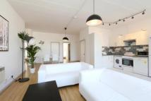 4 bedroom Flat to rent in Long Street, London