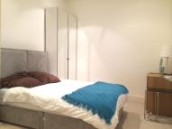 Apartment to rent in Whitehorse Road, London
