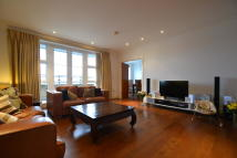 Flat in Melliss Avenue, Kew...