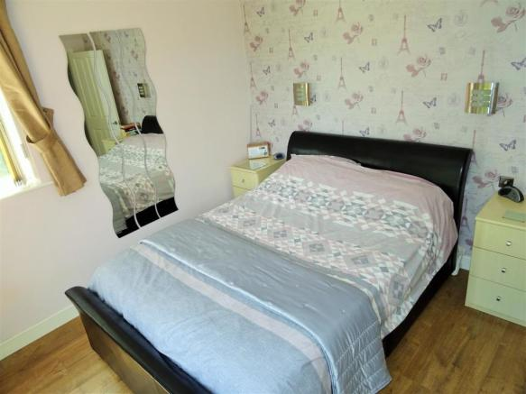 Master Bed (3).JPG