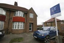 6 bed semi detached house in Western Avenue, London