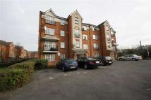 Flat to rent in Shaftesbury Gardens...