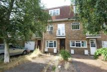 4 bedroom Town House to rent in Almond Avenue, London