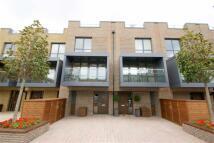 Flat to rent in Bromyard Avenue, London