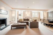 3 bedroom Flat in Iverna Gardens...
