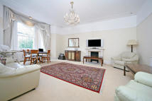 Apartment in Redcliffe Gardens...