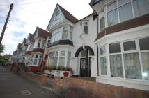 LEIGHTON AVENUE Maisonette to rent