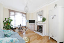 Apartment to rent in Bovingdon Road, Fulham