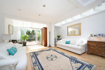 Terraced property to rent in Alderville Road
