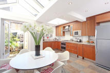 4 bed Terraced home in Waldemar Avenue, Fulham