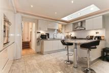 4 bedroom Terraced house to rent in Hannell Road, Fulham