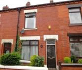 2 bed Terraced house to rent in Ripponden Road Oldham