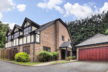 5 bed Detached house in TATE GARDENS, Bushey...