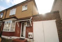 3 bed semi detached property to rent in Dagenham - Esses - RM10