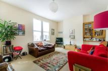 Flat to rent in Parkhurst Road London N11