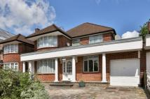 4 bed house in St. Mary's Avenue London...