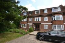 Flat to rent in Rosebank Close Finchley...