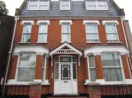 Studio apartment in Woodhouse Road North...