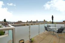 Flat for sale in Lodge Lane...