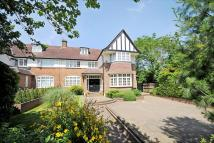 5 bedroom semi detached home in Oakleigh Park South...