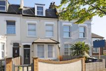 4 bed Terraced house in Holly Park Road...