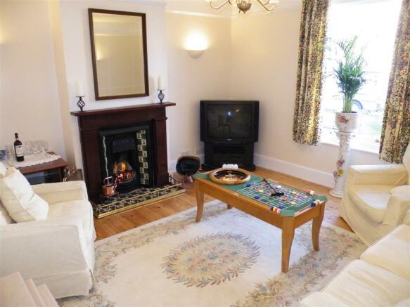 Tea Tree Cottage lounge (Large) - Copy.JPG