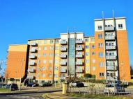 Flat to rent in Buckingham Avenue, Slough