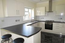 4 bed semi detached house in Great West Road ...