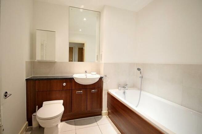 1048_bathroom.jpg