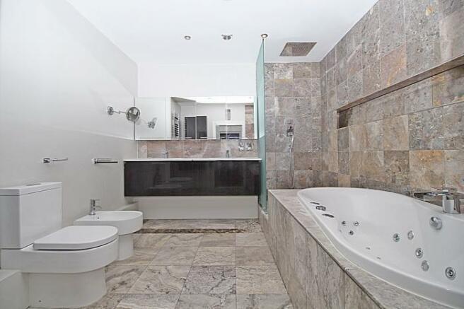 1100_e bathroom 1 a.JPG