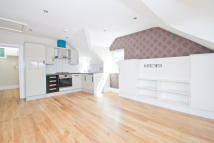 2 bed Flat to rent in Cranbrook Road, Ilford...