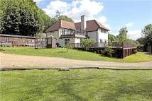 6 bed Detached home in Wrotham Hill Road...