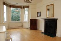 Flat to rent in Lower Addison Gardens...