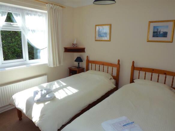 Bedroom 2 (Guest