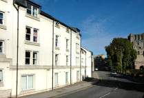 42 Rennie Court Flat to rent