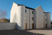 Town House to rent in 4 Scott Place Bowmont...