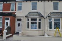 Flat to rent in Warbreck Drive...