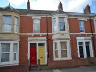 Flat to rent in Hazelwood Avenue...