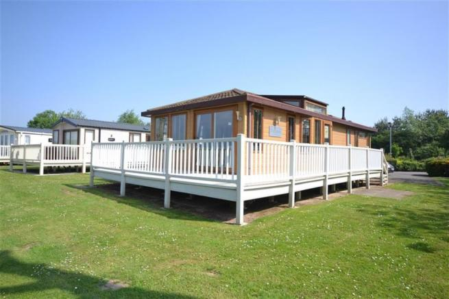 2 Bedroom Park Home For Sale In Thorpe Holiday Centre