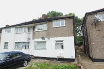 2 bed Maisonette to rent in Meadowview Road, London...