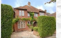 3 bedroom Detached house in Hampstead Garden Suburbs...