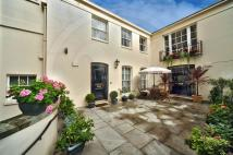 Mews to rent in Gloucester Gate...